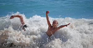 Clinica dental achutegui Afecta el agua de mar o de piscina a nuestros dientes Donostia